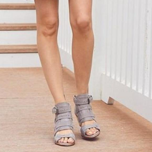 Nib Sorel Nadia Leather Buckle Sandal